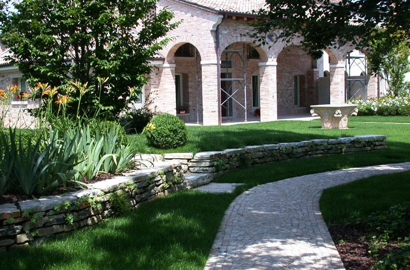 Il giardino della casa di campagna il giardino di de pra snc for Costo per attaccare costruire una casa